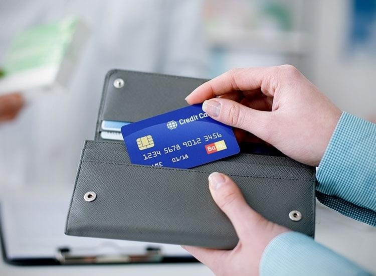How to Effectively Manage Your Finances with a Credit Card